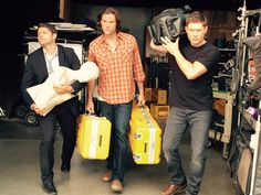 Helpin the crew wrap out after a hard fought day 1. Only 183 more days to go. #spn11 @JensenAckles @mishacollins