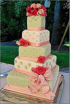 fondant-free wedding cake that would be pretty for a summer wedding