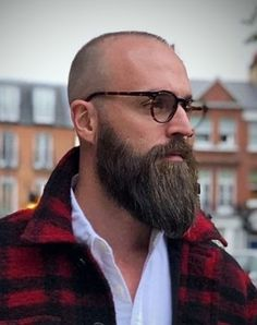 Well here are some Irresistible Bald Men with Beard. These are some Beard Styles with Shaved Head that you can try. Goatee Styles, Long Beard Styles, Hair And Beard Styles, Bald Men With Beards, Bald With Beard, Shaved Head With Beard, Different Beard Styles, Mens Beard Grooming, Bald Men Style