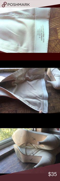 Selling this White leather boots on Poshmark! My username is: elsa82orantes. #shopmycloset #poshmark #fashion #shopping #style #forsale #Colin Stuart #Shoes