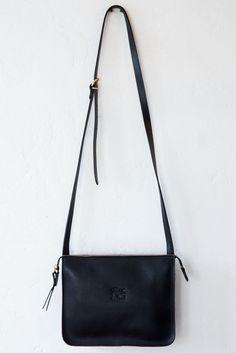 il bisonte black textr 153 shoulder bag -Width: 10' Height: 8' Depth: 2'