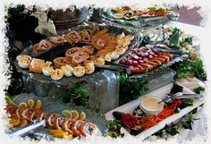 Pretty Buffet Table Party Food Set Up and Valuable Info Inside Party Buffet, Food Buffet, Table Party, Buffet Ideas, Food Set Up, Christmas Party Food, A Table, Buffet Tables, Food Design