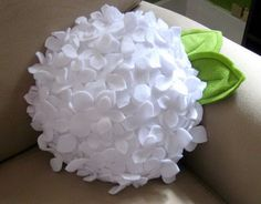 DIY Pillow Ideas and Tutorials : This handmade felt cushions for stools or garden benches are wonderful craft ideas for spring decorating. Such cool decorations that dramatically change the experience in your room. Cute Pillows, Diy Pillows, Decorative Pillows, Pillow Ideas, Handmade Cushions, Felt Flowers, Diy Flowers, Fabric Flowers, Hydrangea Flower