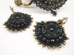 Ohrringe Perlenstickerei Schwarzer Glasknopf mit von BeadFizz