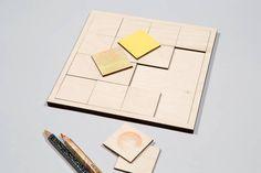 ... tee itse oma taidepalapelisi! Palapeli sisältää 16 tyhjää vaneripalasta, jotka voit päällystää haluamallasi tavalla. Koivuvanerista tehdylle palapelipohjalle käy grafiittikynät, akryylimaalit, puu- ja vesivärit sekä tussit.