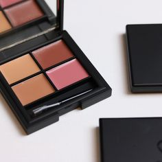 Sleek Lipstick Palette. Nude and Pink shades.
