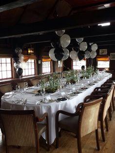 Mooie tafeldecoraties voor een huwelijk bij de Swarte walvis in Zaandijk..... Table Settings, Table Top Decorations, Place Settings, Dinner Table Settings, Desk Layout
