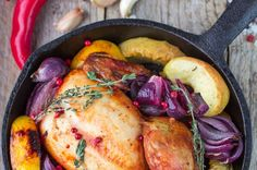 This wonderful holiday recipe is sure to make all the guests want seconds. Baked with fresh apples, this chicken recipe is packed full of flavors that are extraordinary. Apple Chicken, Baked Chicken, Cooking Tips, Cooking Recipes, Chicken Thigh Recipes, Baked Apples, Turkey Recipes, Holiday Recipes
