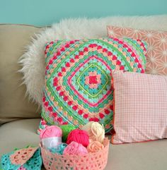 Super Ideas for crochet pillow granny square blanket patterns Crochet Diy, Manta Crochet, Crochet Home Decor, Love Crochet, Beautiful Crochet, Crochet Cushions, Crochet Pillow, Knitting Patterns, Crochet Patterns