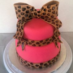 Pink leopard cake omg this would look even prettier in yellow Leopard Cake, Leopard Party, Pink Leopard, Cheetah Cakes, Brown Leopard, Pink Brown, Pretty Cakes, Beautiful Cakes, Amazing Cakes