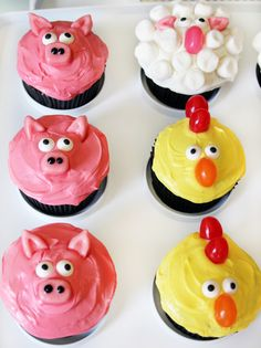 You'll be mom-of-the-year when you make these easy farm animal cupcakes. This post has the full list of candy ingredients and some helpful tips for creating these simple but adorable pig cupcakes, sheep cupcakes, chicken cupcakes, cow cupcakes, and rooster cupcakes!