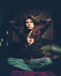 Steven Tyler. Hahaha just realize that this is my style when i feel medium happy but very content at the same time 😅