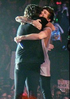 Larry hug last otra show