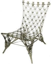 Toegepaste vormgeving.  Bij toegepaste kunst is de gebruiksfunctie het belangrijkst, het is bijv een stoel, een sieraad , een gebouw of een kledingstuk, maar dan wel met een bijzondere vormgeving. Bij design (zoals het ook wel genoemd wordt , wordt dus extra aandacht besteed aan de vormgeving)  Knotted Chair van Marcel Wanders