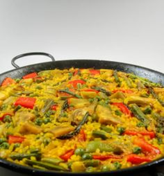 Traditional Spanish rice: Paella and vegetables - Vegetarian recipe Stock Photo Healthy Soup Recipes, Healthy Foods To Eat, Mexican Food Recipes, Vegetarian Recipes, Easy Recipes, Amazing Recipes, Diabetic Recipes, Vegetarian Paella, Veggie Chili