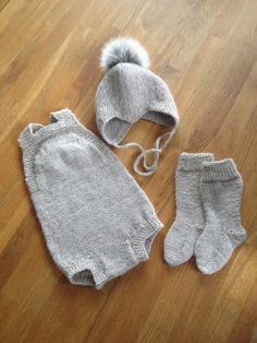 Babysett i beige Knitting For Kids, Baby Knitting Patterns, Baby F, Baby Kids, Vintage Baby Clothes, Kids Patterns, Baby Pants, Clothing Patterns, Clothing Ideas