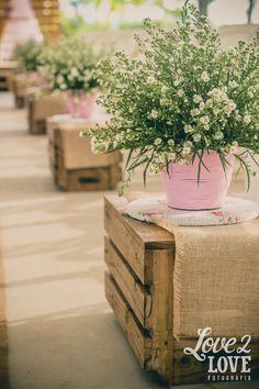 Decoração de casamento con caixas de feira. Casamento ao ar livre