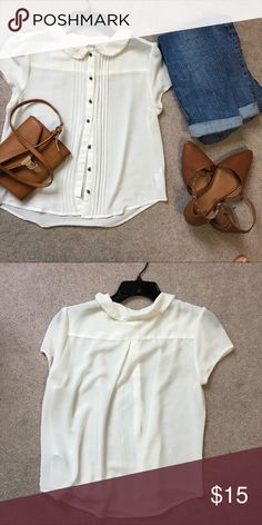 Babydoll Blouse Soft creme blouse. Features a Peter Pan color with lace detailing . Easy lightweight material for your springs or summers 👌🏼 Tops Blouses