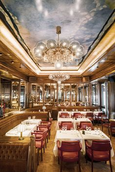 The sign of a good Parisian brasserie is its ability to always deliver, whether itslunch at four o'clock, an after-work drink or to while away the afternoon on the terrace over an espresso or a glass of wine. The newly refurbished La Rotonde de la Mue...