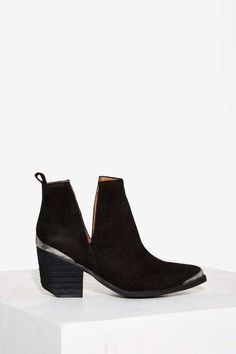 This ain't your first rodeo—now you have the boots to prove it. The Jeffrey Campbell Cromwell Bootie is just what your closet needs.