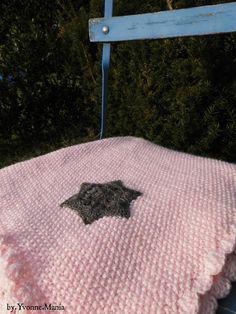 Nun ist auch der rosa Poncho fertig genadelt, dieses mal mit einem braunen Stern, dieses Braun geht einen ticken ins Graue was mir sehr g...