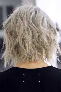 Shoulder length haircuts have many perks but, above all, they are not extra short, nor extra long. Plus, this length allows for achieving a big number of hot and trendy looks. Discover such looks in our photo gallery. #shoulderlengthhaircuts #haircuts