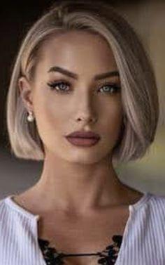Medium Short Hair, Short Hair Cuts For Women, Medium Hair Styles, Short Hair Styles, Balayage Hair Dark Blonde, Short Relaxed Hairstyles, Short Hair Trends, Hair Color And Cut, Shoulder Length Hair