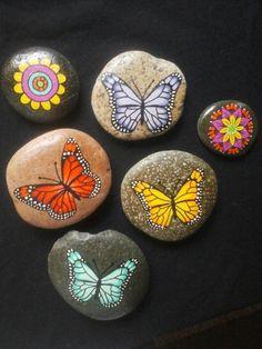 Stone art. Piedras pintadas a mano. Mariposas. Butterflies   M♡ https://www.instagram.com/melireu/