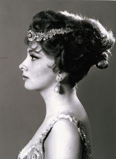 Les bijoux Bulgari de Gina Lollobrigida chez Sothebys http://www.vogue.fr/joaillerie/news-joaillerie/diaporama/les-bijoux-bulgari-de-gina-lollobrigida-chez-sotheby-s-geneve-magnificent-jewels/13054/image/750510