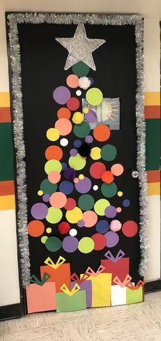 Abstract School door decoration using colorful dots Preschool Christmas, Christmas Activities, Christmas Crafts For Kids, Christmas Projects, Kids Christmas, Holiday Crafts, Christmas Door Decorations, Office Christmas, Theme Noel