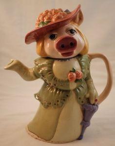 Miss piggy Teapot Teapots Unique, Miss Piggy, Tea Pot Set, Coffee Type, Teapots And Cups, Porcelain Ceramics, Porcelain Dinnerware, Painted Porcelain, Chocolate Pots