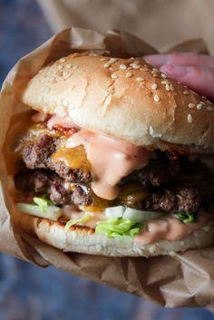 pizza - Big Mac Sauce Til Burger Big Mac, Burger Dressing, Real Food Recipes, Great Recipes, Sandwiches, Good Food, Yummy Food, Danish Food, Burger And Fries