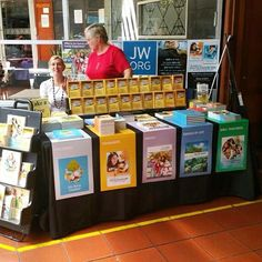 Witnessing table at the Adelaide Central Market in Australia. Photo shared by @pandaj_ JW.ORG