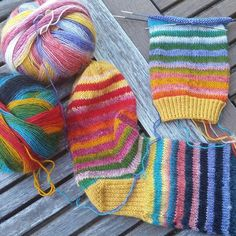 Nu får det bli kaffepaus... sen några ränder till 😊#stickning #knitting…