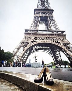 City and the Shoes | Zurbano Black Suede looks fabulous, especially accompanied by Eiffel Tower  #CityandtheShoes #rainyday #paris #france #pumps #shoes #suede