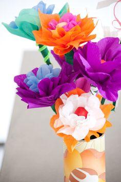 Papieren bloemen maken https://youtu.be/4WT7YZk93jk?t=11