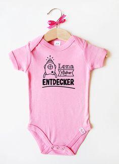 Babybody mit Namen - Rakete in Rosa Onesies, Fashion, Pink, Baby Body, Black, Moda, Fashion Styles, Babies Clothes, Fashion Illustrations