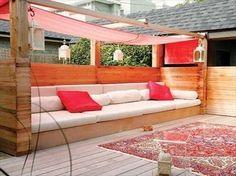 Salon de jardin en palettes avec voile d'ombrage. 16 idées créatives de salons de jardin en palettes