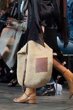 Loewe at Paris Fashion Week Spring 2019 - Details Runway Photos