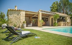 In the heart of Provence, between Avignon, L'isle sur la sorgue and Luberon, Mas des Aromes offers bed & breakfast with swimming pool in an authentic Provencal farmhouse. Table d'hôtes and Provencal specialties.