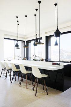 Black and White Kitchen....so sleek!