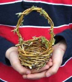 Acorn Pies small willow basket tutorial for kids, would be great activity for Earth Day