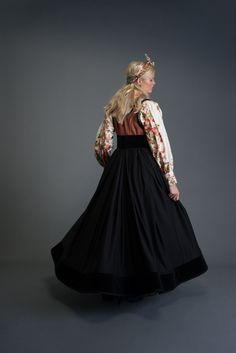 2017-10-Eva-Bunad-193-fin Folk Costume, Costumes, Ballerina, Folk Art, Victorian, Henna, How To Wear, Inspiration, Dresses