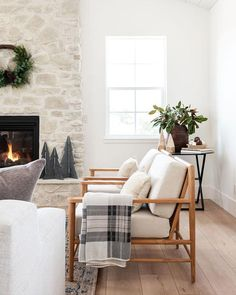 Estudio Mcgee, Home Studio, The Ranch, Home Living Room, Living Room Chairs, Decoration, Great Rooms, Room Inspiration, Christmas Inspiration