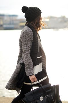 Black and white tweed, chunky black scarf and hat. Fall Winter Outfits, Autumn Winter Fashion, Winter Chic, Winter Wear, Winter Style, Parisienne Chic, Winter Looks, Look Fashion, Her Style