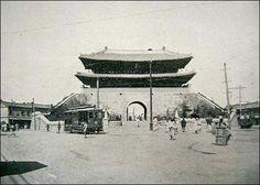 Sungnyemun 1908 - shortly after the walls 삶의 여로 속에서 : 조선시대 사진 - 숭례문