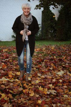 Høstens favorittjakke!   Høstens must-have-jakke!   Høstens best-seller!     Jakken er i ull. Den er one-size,og er enslik kryp-inni...