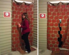 Platform 9 brick curtain for a Harry Potter party! This is such a cute creative party. Love the Butterbeer Cake that spills jelly beans when you cut it open. Baby Harry Potter, Harry Potter Baby Shower, Natal Do Harry Potter, Fantasia Harry Potter, Harry Potter Navidad, Harry Potter Enfants, Harry Potter Motto Party, Gateau Harry Potter, Harry Potter Weihnachten
