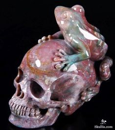 Skullis.com A Crystal Skull a Day: August 3, 2014 - Rainbow Frog Guide - Indian Agate Carved Crystal Skull with Frog Sculpture