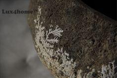 To zrobiła natura... nie zdążyła zamienić rośliny w kamień... - została na umywalce... bo w tym modelu Lux4home™ boków zewnętrznych nie dotyka...